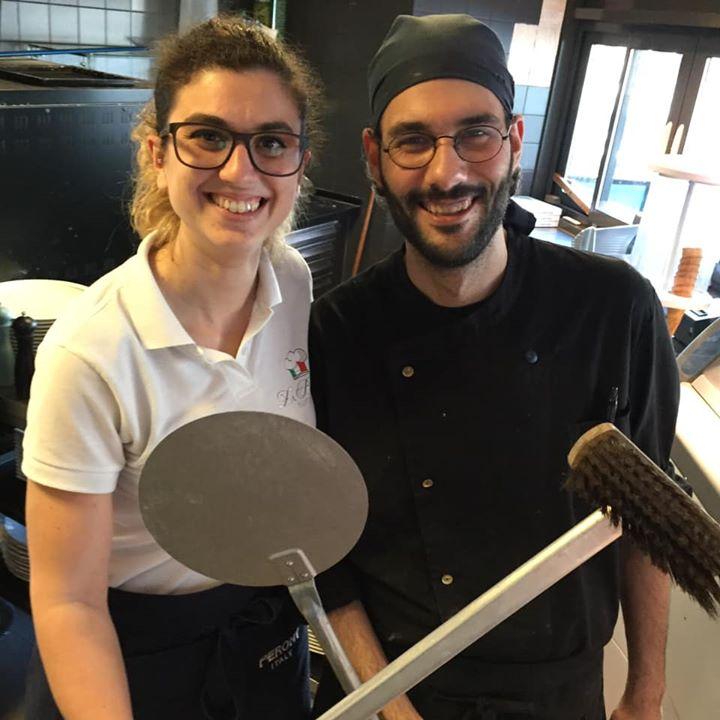We stellen met veel plezier Giuseppe aan je voor. Giuseppe is een all round kok, met Italiaanse roots uiteraard. Vooral Elisa is blij dat ze er een Italiaans maatje bij heeft. Ze zaten ooit samen op school, trouwens.